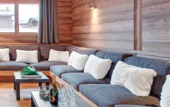 Lambris pour salon, en mélèze de Sibérie thermo intérieur, Chalet Meringue et Macaron – Le Grand Bornand (74)