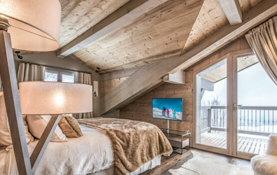 """CHALET """"PATAGONIA"""" BEDROOMS – COURCHEVEL (73) IN NORDIC SPRUCE Panelling"""