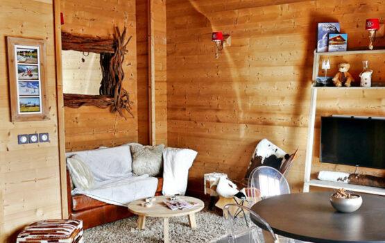 Lambris pour salon, en épicéa du nord écothermo intérieur, brut brossé Résidence La Place du Village – Albiez  (73)