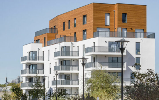 WOOD CLADDING FOR 55-UNIT HOUSING IN CERGY (95)