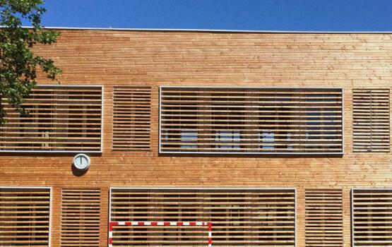 Ecole bardage bois en Douglas Rouge